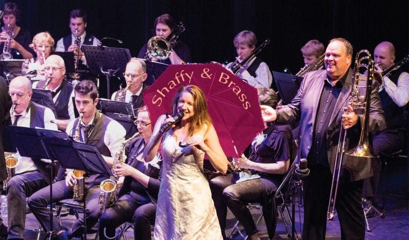Nieuw: Micheline Van Hautem en Semper Unitas spelen 'Shaffy & Brass'