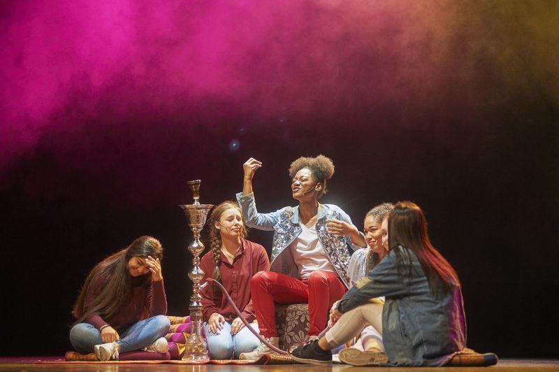 Jongeren acteren en zingen in eigen toneelstuk